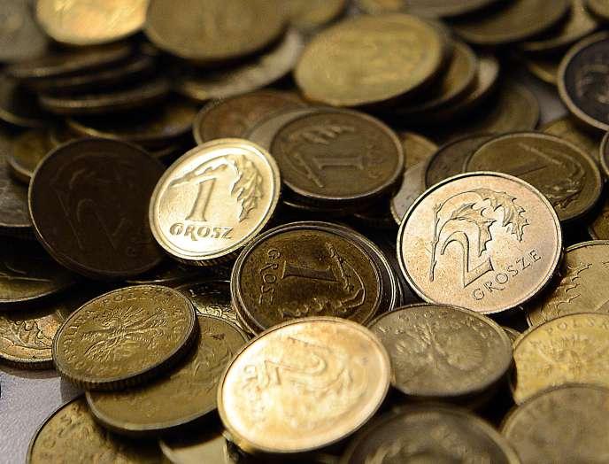 Le zloty polonais ayant un statut constitutionnel, l'introduction de l'euro nécessiterait une réforme de la Constitution.