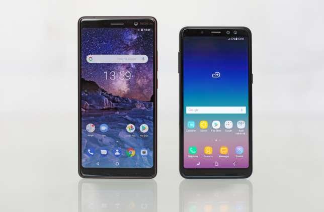 Le gabarit du Nokia est beaucoup plus imposant que celui du Samsung, ce qui leur confère des différences d'ergonomie.