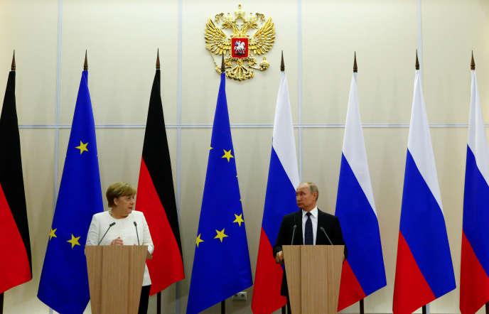 La chancelière allemande, Angela Merkel, et le président russe, Vladimir Poutine, à Sotchi (Russie), le 18 mai.