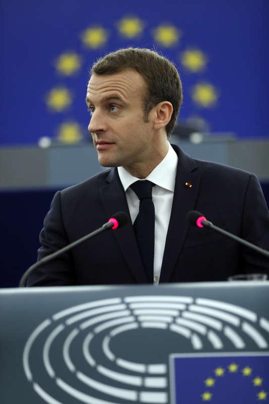 Emmanuel Macron prônant des réformes pour l'Europe, au siège du Parlement européen, à Strasbourg, le 17 avril.