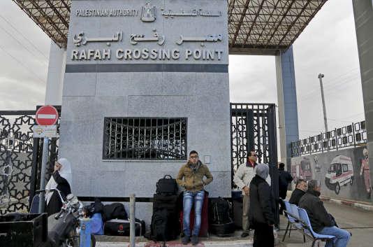 Au poste-frontière palestien de Rafah, en décembre 2014.