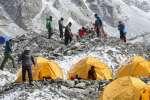 Everest : pénurie de sherpas face à l'explosion du nombre de grimpeurs