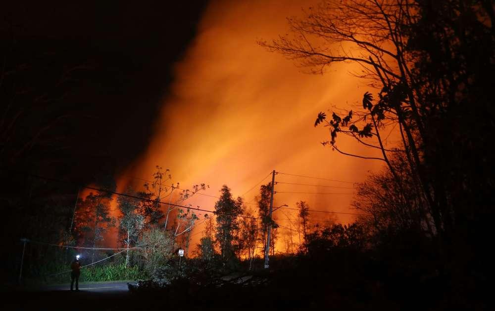 Le mercredi 16 mai, un géologue surveillait le panache de cendres.