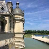 Le château du Grand Condé fut reconstruit au XIXe siècle pour Henri d'Orléans, duc d'Aumale, fils du richissime roi Louis-Philippe.
