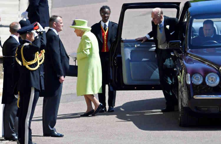 L'arrivée de la reine Elizabeth II, habillée d'un joli vert pomme, pour la cérémonie de mariage de son petit-fils Harry.