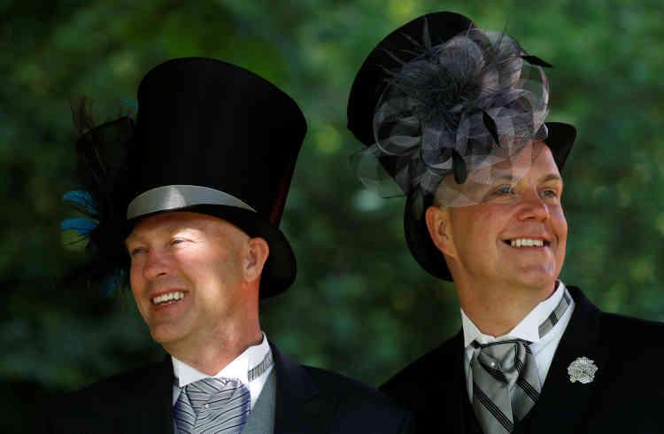 Le mariage princier est l'occasion de porter la partie originale d'un vestiaire qu'il est plus ardu de revêtir en plus banale circonstance.