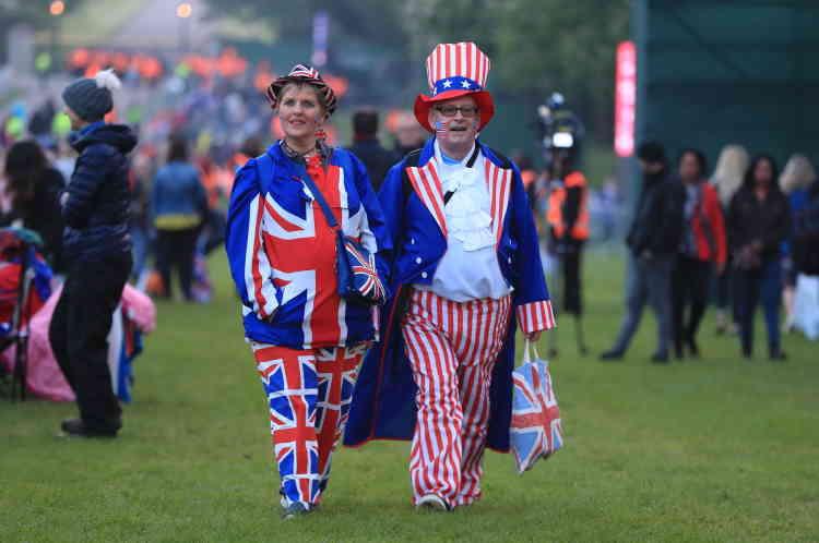 Des fans« royaux» joyeusement accoutrés ont commencé à se rassembler dans la matinée sur la pelouse le long du chemin qu'emprunteront le prince Harry et Meghan Markle jusqu'au château de Windsor.