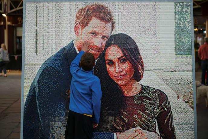 Une mosaïque en Lego représentant le Prince Harry et Meghan Markle, à Windsor (Berkshire), le 18 mai.