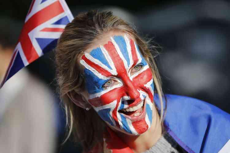 Les fans royaux ont arboré pour ce jour spécial leurs plus belles couleurs, y compris sous forme de maquillage.