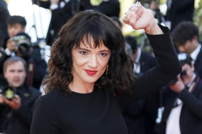 L'actrice Asia Argento lors de la montée des marches pour la cérémonie de clôture du 71e Festival de Cannes, le 19 mai 2018.