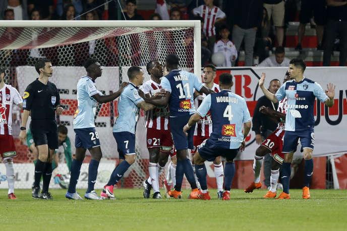 La célébration d'un but par l'attaquant havrais Jean-Philippe Mateta a donné lieu à de longues échauffourées dans le stade corse.