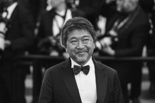 Le cinéaste japonais Hirokazu Kore-eda,Palme d'or 2018 pour son film «Une affaire de famille», sur le tapis rouge du 71e Festival de Cannes, le 19 mai.
