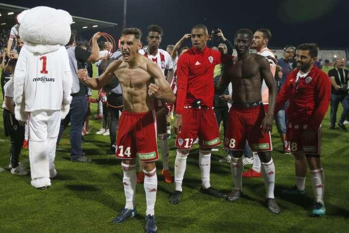 La Ligue de football professionnel a enteriné le résultat du match Ajaccio-Le Havre, marqué par de nombreux incidents, mais suspendu le stade François-Coty, mardi22 mai.
