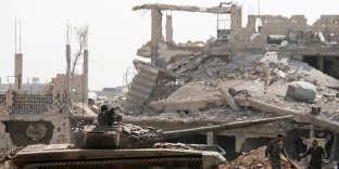Des forces de l'armée syrienne, près de Yarmouk (Syrie), le 29 avril.