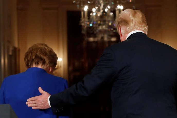 « La manière humiliante dont Donald Trump traite l'Allemagne, accusée d'accumuler des excédents et de faire peu pour la défense, devrait la convaincre de mutualiser davantage ce potentiel au service de l'Europe» (Trump et Merkel le 27 avril à Washington).