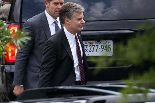 Le directeur du FBI, Christopher Wray (au premier plan) à sa sortie de la réunion à la Maison Blanche, le 21 mai à Washington.