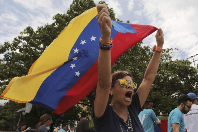 Lundi 21 mai, à Caracas, des opposants au président vénézuélien protestent contre l'élection présidentielle remportée la veille par Nicolas Maduro.