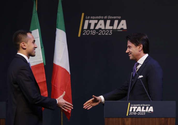 Le chef de file du Mouvement 5 étoiles,Luigi Di Maio, et Giuseppe Conte, dont le nom a été avancé pour la présidence du conseil, le 1er mars à Rome.