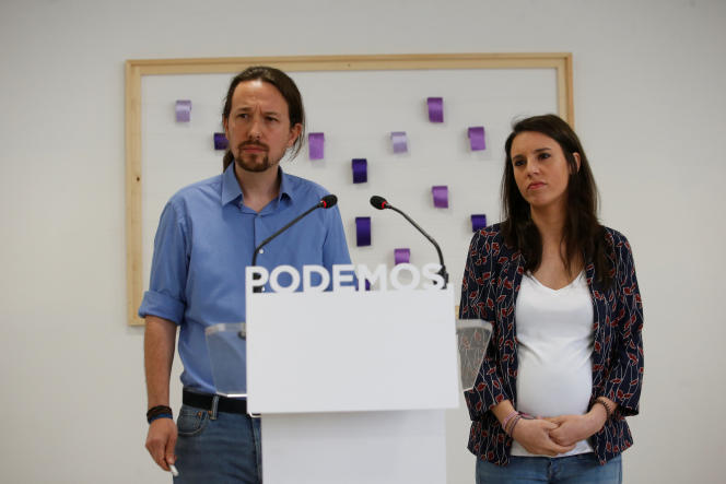Pablo Iglesias et Irene Montero, lors d'une conférence de presse à Madrid, le 19 mai.