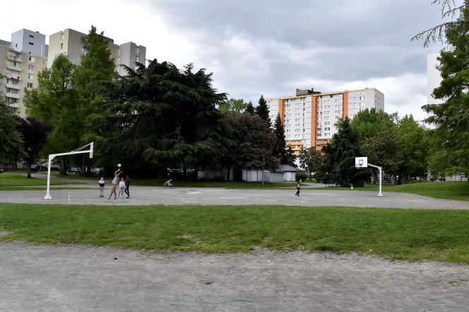 La plaine de jeux du quartier Saragosse, à Pau, le 21 mai 2018.C'est là qu'un jeune homme de 32 ans est mort, vendredi 18mai, après avoir été roué de coups.