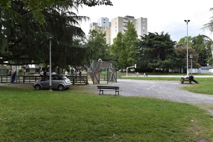 La plaine de jeux du quartier Saragosse, à Pau, le 21 mai. C'est là qu'un jeune homme de 32 ans est mort, vendredi 18 mai, après avoir été roué de coups.