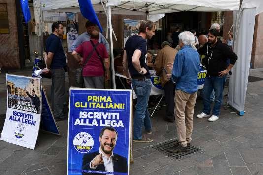 Les sympathisants de la Ligue ont apporté, le 20 mai, leur soutien au contrat de gouvernement établi avec le Mouvement 5 étoiles.