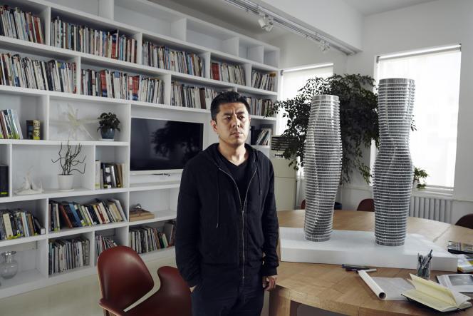 Ma Yansong dans son bureau à Pékin, le23 avril 2015.