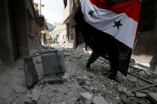 Les forces loyales au président syrien dans le quartier de Qadam, près de Yarmouk (Syrie), le 29 avril.