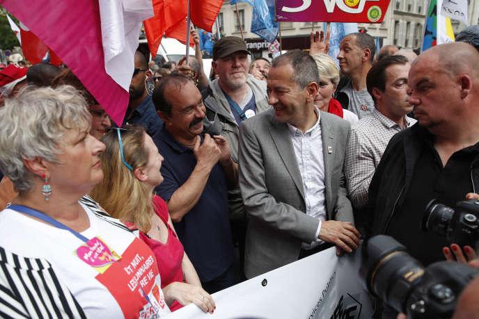 « Pour 59 % des salariés, les syndicats ne se préoccupent pas du dialogue social, 73 % portant le même jugement sur les employeurs et 80 % sur le ministère du travail» (Philippe Martinez, CGT et Pascal Pavageau, FO, le 22 mai à Paris).