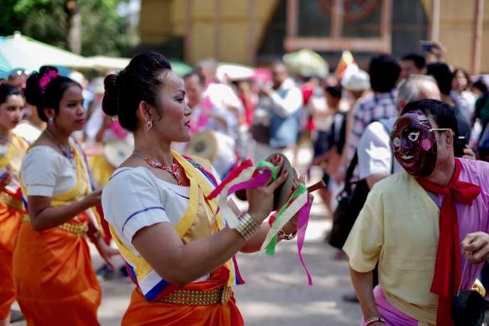 Lors des « Samaki Days», festivités célébrant la solidarité et l'amour de la culture cambodgienne, organisées cette année le 6 mai à la pagode de Vincennes.