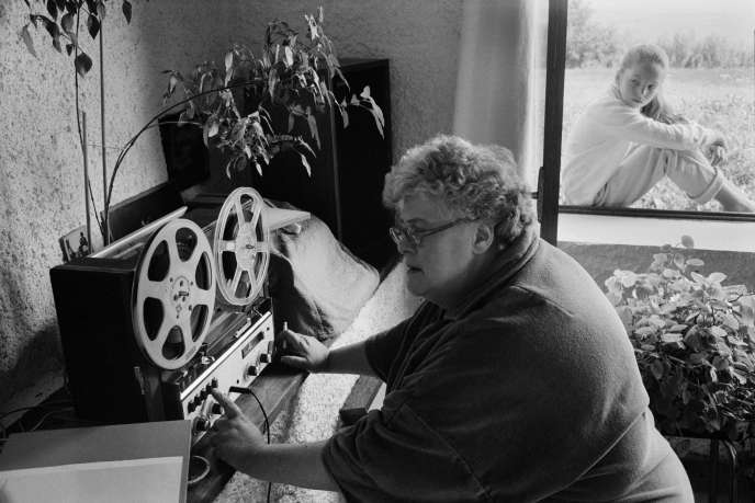 Colette Magny dans sa maison de campagne de Verfeil-sur-Seye (Tarn-et-Garonne), en 1982.