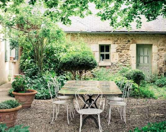 Le jardin du restaurant Le Cercle, à Bourges.