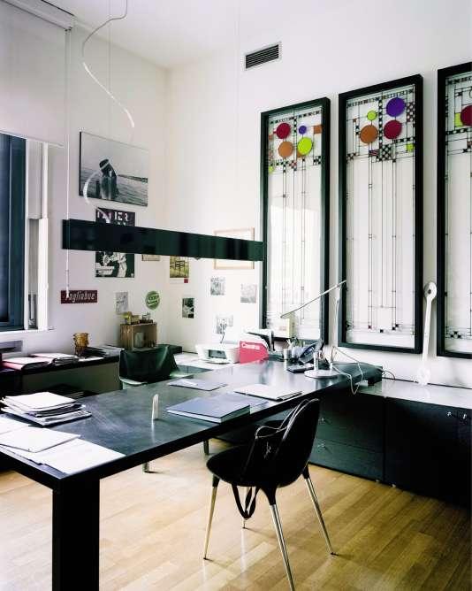Le bureau de Gianluca Armento décoré avec des vitraux de l'architecte Frank Lloyd Wright.
