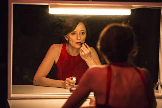 Nathalie Richard dans « A la trace », d'Alexandra Badea, mis en scène par Anne Théron, au Théâtre national de la Colline.