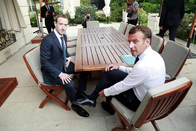 Mark Zuckerberg, PDG de Facebook, est reçu par le président français, Emmanuel Macron, à l'Elysée, le 23 mai 2018.