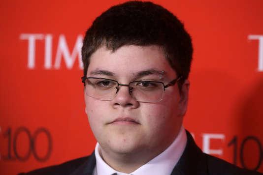 Né de sexe féminin mais s'identifiant à un garçon, Gavin Grimm arrive au Gala des 100personnalités désignées par «Time Magazine».