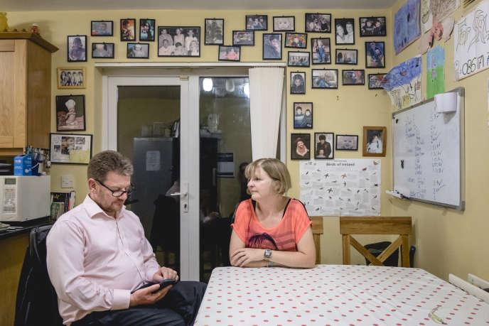 Gerry et Gaye Edwards, en août 2017, dans la banlieue de Dublin.