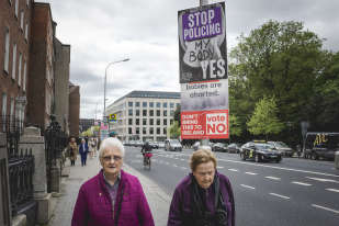 A l'approche du référendum les affiches de campagne du« no» et du« yes» sont partout dans les rues de Dublin.