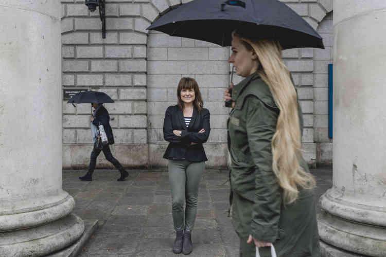 Tara Flynn, comédienne, a perdu des contrats après avoir parlé de son avortement dans une clinique néerlandaise. Mais dans la rue, « des femmes m'ont pris dans les bras en pleurant», raconte-t-elle.
