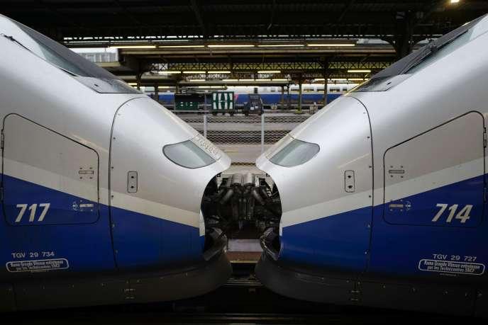 Concernant les TGV, la situation est contrastée selon les régions : l'axe Atlantique sera plus touché (un train sur deux prévu) que l'Est (quatre trains sur cinq) et les axes Nord et Sud-Est (trois sur cinq).