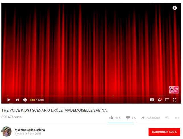 Une musique sur fond de rideau rouge permet d'atteindre le plancher des dix minutes autorisant le youtubeur à insérer plusieurs publicités.