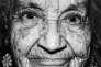 Image tirée de la série «Faces (Vieillards)» (1985-1986), de Philippe Bazin. Le photographe l'aréalisée dans le lieu où il avait effectué son internat de médecine, une institution accueillant des personnes âgées proches de la mort.