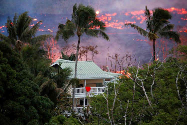 La lave se répand dans la région de Pahoa, le 19mai. Des dizaines de bâtiments ont été détruits.