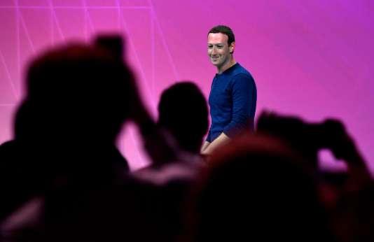 Mark Zuckerberg a été accueilli par des applaudissements et quelques cris d'excitation à son arrivée sur la grande scène de VivaTech.