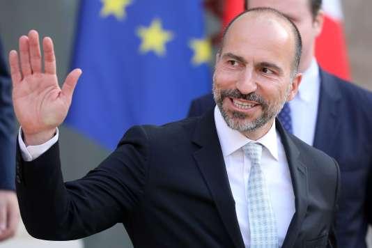Dara Khosrowshahi, PDG de Uber, quitte le Palais de l'Elysée où il a été reçu par Emmanuel Macron, le 23 mai.