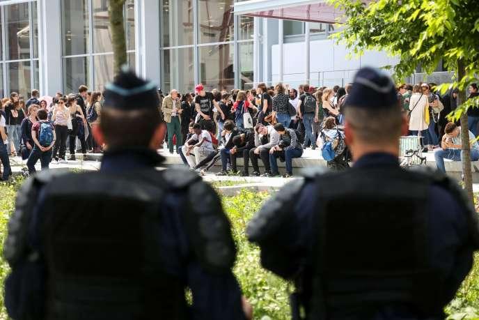 Lors du rassemblement devant le palais de justice à Paris, le 24 mai.