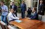 Emmanuel Macron face au président de Facebook Mark Zuckerberg, le 23 mai à Paris.
