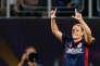 Eugénie Le Sommer remporte la finale de la Ligue des champions féminine avec son club de l'Olympique Lyonnais en battant, après prolongations, l'équipe allemande de Wolfsburg (4-1), à Kiev, jeudi 24 mai. L'attaquante internationale française a inscrit le deuxième but de l'OL à la 99e minute.