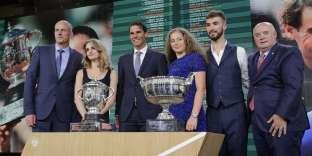 Lors du tirage au sort, jeudi soir 24 mai, en présence de Gabriella Papadakis et Guillaume Cizeron: Rafael Nadal, Jelena Ostapenko, et le président de la FFT, Bernard Giudicelli.