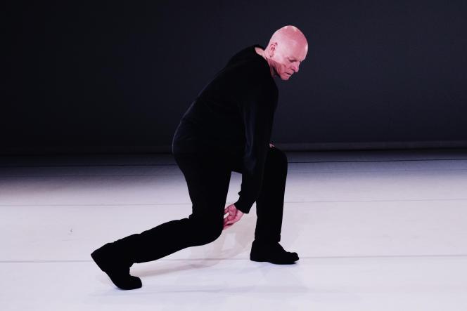 Le danseur canadien Paul-André Fortier dans« Solo 70», au Théâtre national de Chaillot.